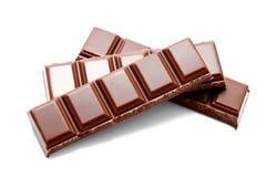 De donkere melkchocola verspert geïsoleerde stapel Stock Fotografie