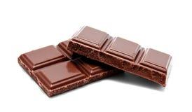 De donkere melkchocola verspert stapel op een wit Stock Fotografie