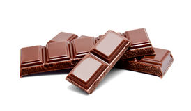 De donkere melkchocola verspert stapel op een wit Royalty-vrije Stock Fotografie