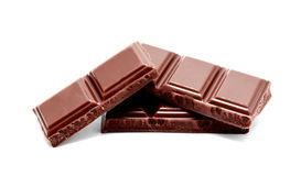 De donkere melkchocola verspert stapel op een wit Royalty-vrije Stock Afbeelding