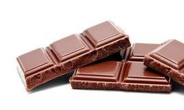 De donkere melkchocola verspert stapel op een wit Stock Foto