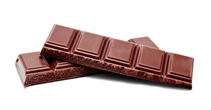 De donkere melkchocola verspert stapel op een wit Royalty-vrije Stock Afbeeldingen