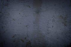 De donkere muur van de steen uitstekende rots Royalty-vrije Stock Foto's