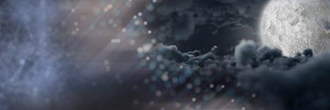 De donkere mystieke overgang van maanwolken Royalty-vrije Stock Foto's