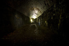De donkere Niet meer gebruikte Tunnel van de Spoorweg Stock Foto's