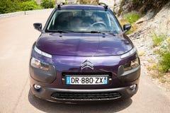 De donkere purpere nieuwe Cactus van Citroën C4, vooraanzicht Royalty-vrije Stock Afbeeldingen