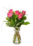 De donkere roze regeling van rozenbloemen, groen bladerenboeket Stock Afbeelding