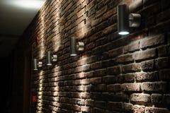 De donkere ruimte glanste bakstenen muur Royalty-vrije Stock Foto