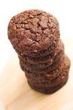 De donkere stapel van chocoladekoekjes Royalty-vrije Stock Foto's