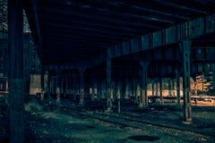 De de donkere straat en steeg van de stadstunnel bij nacht Royalty-vrije Stock Afbeelding