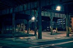 De de donkere straat en steeg van de stadstunnel bij nacht Royalty-vrije Stock Afbeeldingen