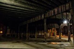 De de donkere straat en steeg van de stadstunnel bij nacht Royalty-vrije Stock Foto's