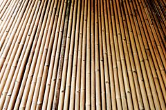 De donkere textuur van de bamboeomheining Stock Foto