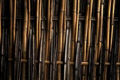 De donkere textuur van het grungebamboe met natuurlijke patronen Royalty-vrije Stock Afbeelding