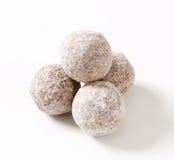 De donkere truffels van de chocoladeamandel Stock Afbeeldingen