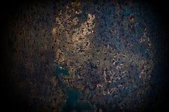 De donkere versleten roestige achtergrond van de metaaltextuur Stock Foto