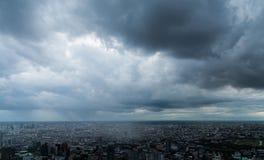 De donkere wolk in de stad Stock Afbeeldingen