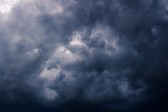 De donkere wolken van de onweersregen Stock Afbeelding