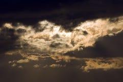 De donkere wolken van de zonsopgang Royalty-vrije Stock Foto's