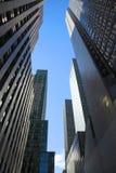 De donkere Wolkenkrabbers van Manhattan Stock Foto's