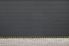 De donkergrijze moderne poort van de rollend blindgarage Stock Fotografie