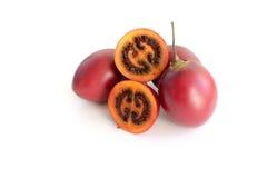 De donkerrode gesneden tomaat van de tamarilloboom en geheel Royalty-vrije Stock Foto