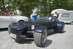 De Donkervoortsportwagen bij de auto toont, paradeert in Turku finland Royalty-vrije Stock Afbeeldingen