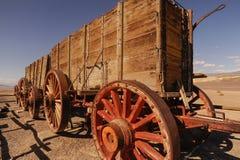 De doodsvallei, twintig-Muilezel teamwagens is Stock Foto