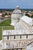 De Doopkapel en kathedraal Duomo van Pisa Stock Foto's