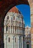 De Doopkapel en de Kathedraal van Pisa Royalty-vrije Stock Foto
