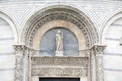 De Doopkapel van de kathedraalkerk in Pisa; Italië Stock Foto