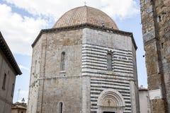 De Doopkapel van de kathedraalkerk, Volterra; Toscanië Stock Afbeelding