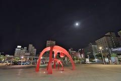 de doopvont van de post van Hakodate van de jRspoorweg bij nacht Stock Foto's
