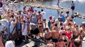 De doopvont van Wijwater. Stock Afbeelding