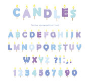 De doopvontontwerp van verjaardagskaarsen De letters en de getallen van ABC in pastelkleurblauw op wit wordt geïsoleerd dat Royalty-vrije Stock Foto's