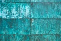 De doorstane, geoxydeerde structuur van de kopermuur stock afbeeldingen