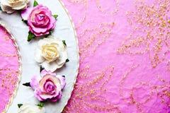 De doos bond roze lint. Royalty-vrije Stock Foto's
