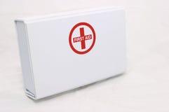 De doos die van de eerste hulp opstaat stock foto