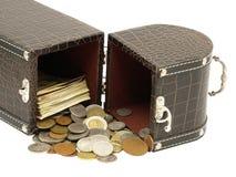 De doos met het geld. Geïsoleerd. Stock Foto's