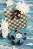 De doos van de ambachtgift met aangestoken kaars Stock Foto's