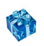 De doos van de gift die met blauw lint wordt gebonden Stock Afbeelding