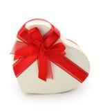 De doos van de gift en rood lint Stock Foto's