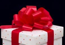 De doos van de gift op zwarte Royalty-vrije Stock Foto