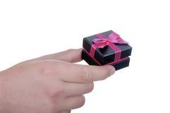De doos van de gift ter beschikking met lint Stock Foto's