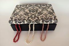 De doos van de halsbandenjuwelen van de parel Stock Afbeeldingen