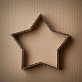 De doos van de Kerstmisgift in de vorm van een ster op een kartonachtergrond Royalty-vrije Stock Foto's