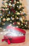 De doos van de Kerstmisgift met magisch Royalty-vrije Stock Afbeeldingen