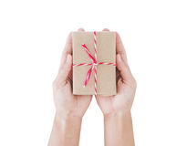 De doos van de pakketgift op hand, op witte achtergrond wordt geïsoleerd die Stock Foto