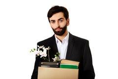 De doos van de zakenmanholding met persoonlijke bezittingen royalty-vrije stock afbeeldingen