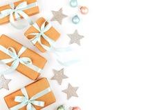 De Doos van de Gift van Kerstmis op witte achtergrond royalty-vrije stock afbeeldingen